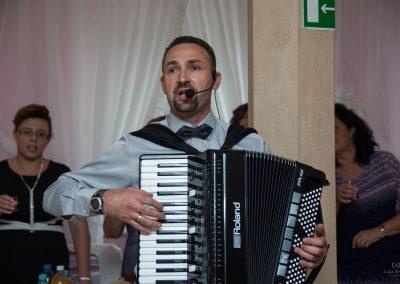 Zespół muzyczny RETRO BAND - muzyka biesiadna. biesiada za stołami z akordeonem. Przyśpiewki na weselu. Stanisław