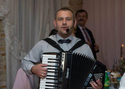 Zespół muzyczny RETRO BAND - muzyka biesiadna. biesiada za stołami z akordeonem. Przyśpiewki weselne.Rafał