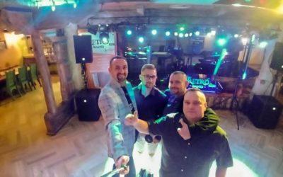 Zespół weselny RETRO BAND Puławy Dęblin Jestem muzykantem konszabelantem Przyśpiewki Zespół Wesele